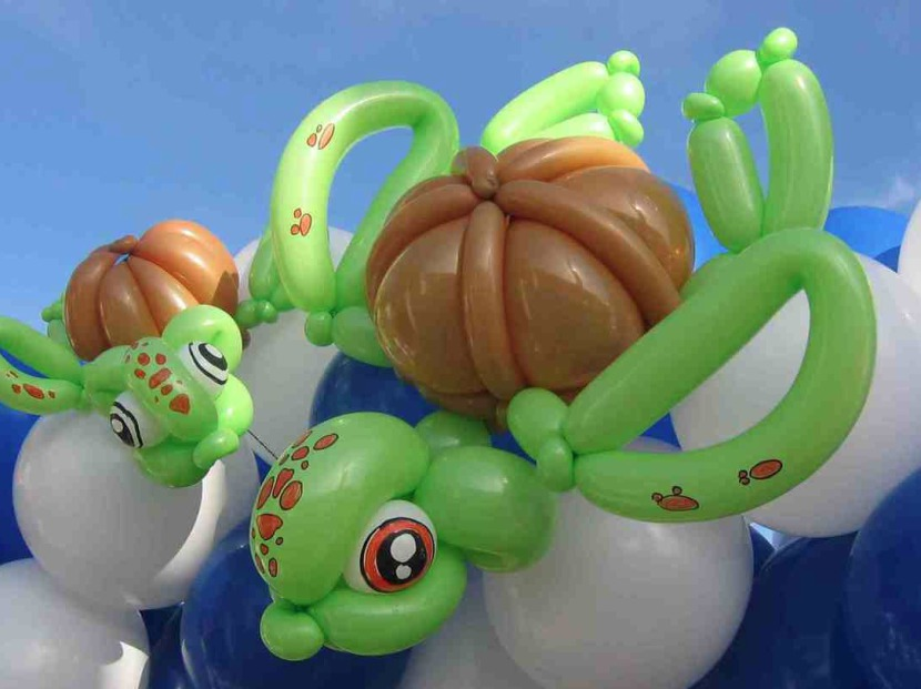 tortue marine en ballons sculptés de Fabrizio Magic Balloon Marseille, tortue en ballons de Fabrizio, spectacle de ballons à Marseille, Magic Balloon Fabrizio Marseille