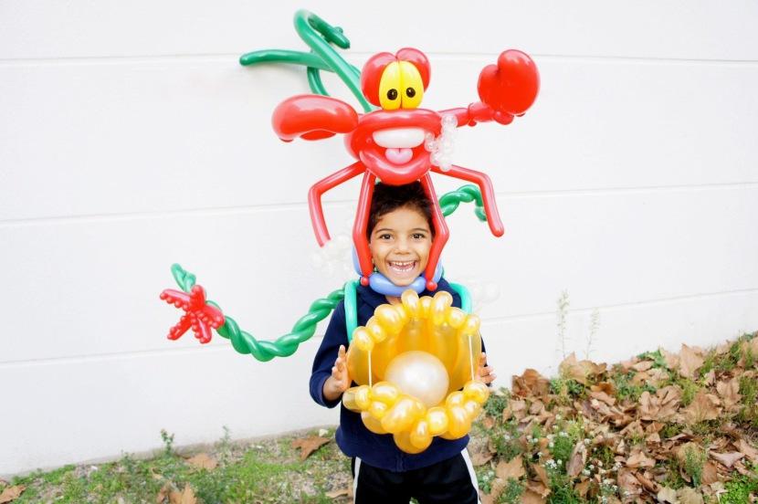 crabe en ballons sculptés magic balloon fabrizio marseille, spectacles pour les écoles de Marseille avec Magic Balloon Fabrizio le magicien de Marseille