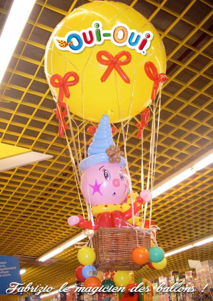 mongolfière en ballons Oui-Oui, décoration ballons à Marseille, artiste des ballons à Marseille, Oui-oui en montgolfière ballon de Fabrizio le magicien des enfants à Marseille