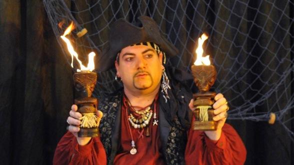 tiki en feu de Fabrizio le pirate magiien à Marseille et région PACA, spetacle de pirate à Marseille 13