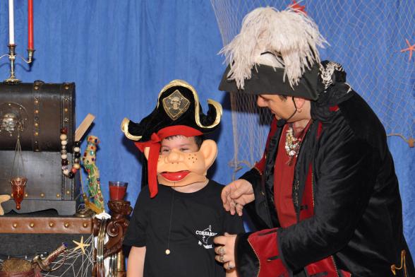 pirate magicien et ventriloque à Marseille, Fabrizio le pirate magicien en provence