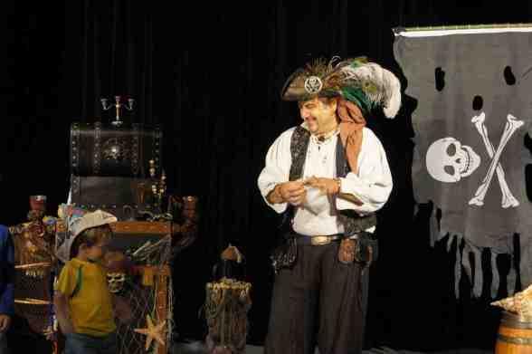 spectacle de magie à marseille avec Fabrizio le pirate magicien des enfants à Marseille 13