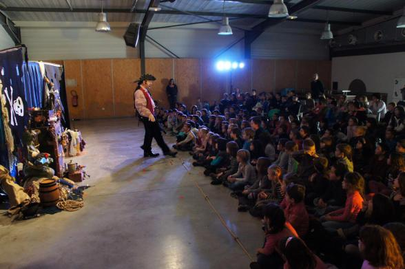 spectacle des écoles à Marseille avec Fabrizio le magicien pirate en provence
