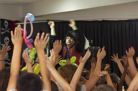 Fabrizio le magicien pirate à Marseille, spectacle de magie pour enfants en Provence, artiste magicien à Marseille