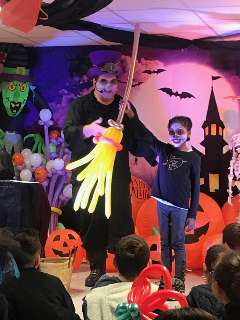 spectacle d'Halloween de Fabrizio le magicien fantaisiste à Marseille et région PACA