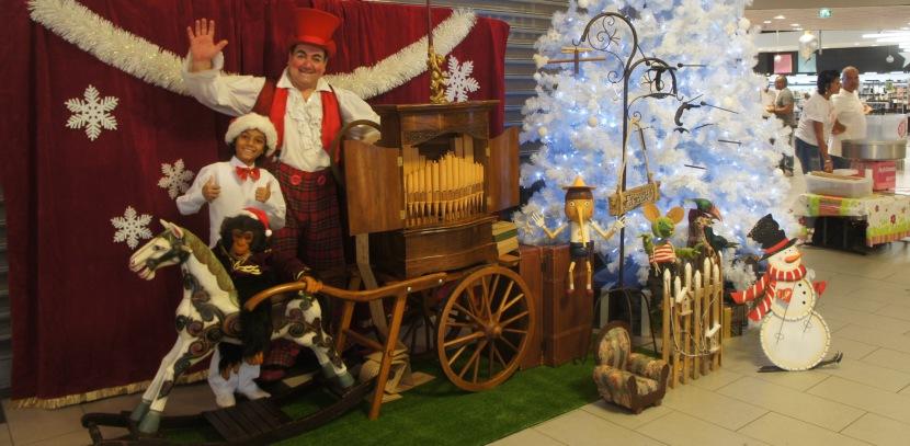 animation de Noël avec Fabrizio et son orgue de Barbarie à Marseill et région PACA