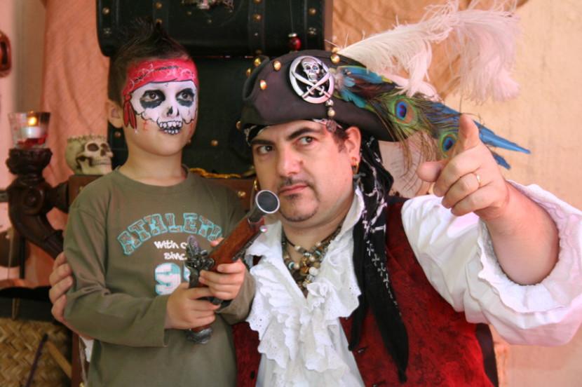 les pirates débraquent à Marseille avec le magicien Fabrizio et ses anniversaires à domicile fantastiques