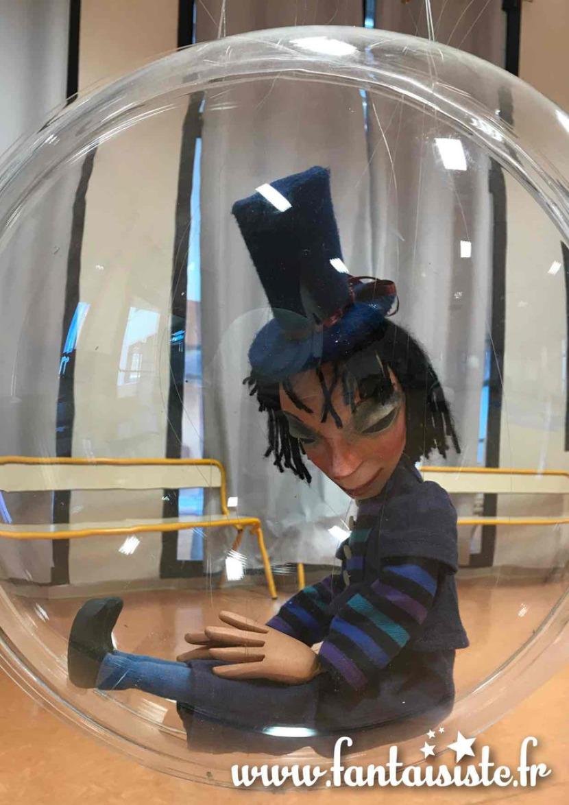 marionnette de Fabrizio le magicien dans une bulle