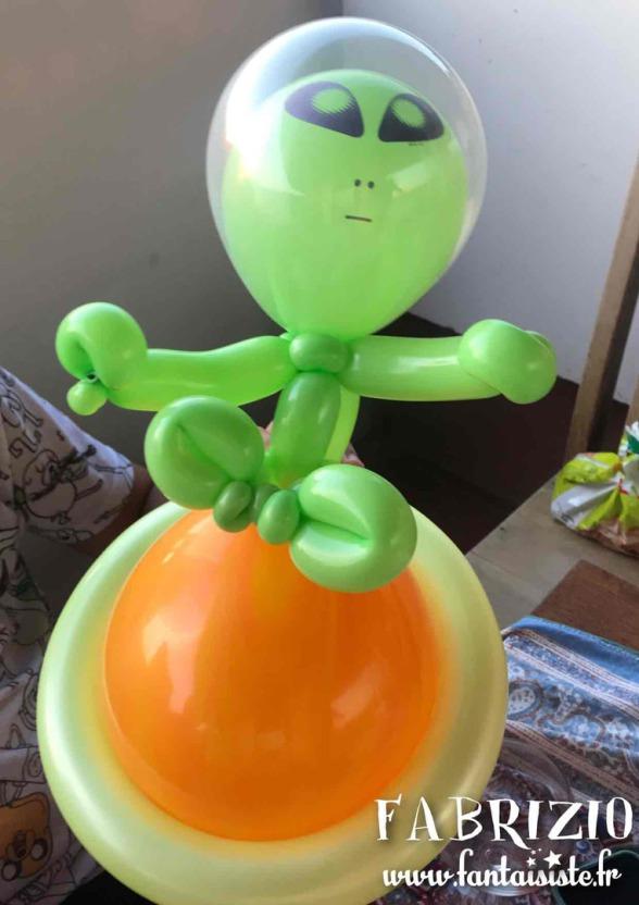 sculpture en ballons, extraterrestre en ballon de Fabrizio Marseille