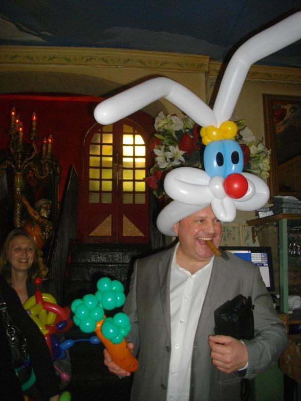 chapeau lapin en ballons sculptés par Fabrizio le magicien