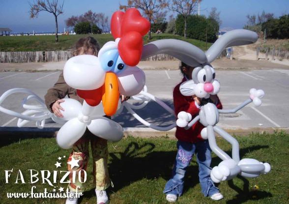 ballons sculptés, poulet en ballons, lapin en ballons sculpté par Fabrizio le magicien fantaisiste à Marseille, Magic Balloon Marseille