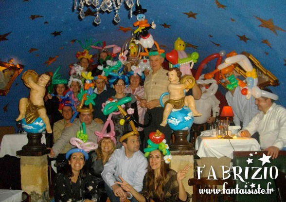 sculptures en ballons, chapeaux en ballons sculptés par Fabrizio Bolzoni artiste ballooneur, les ballons de Fabrizio