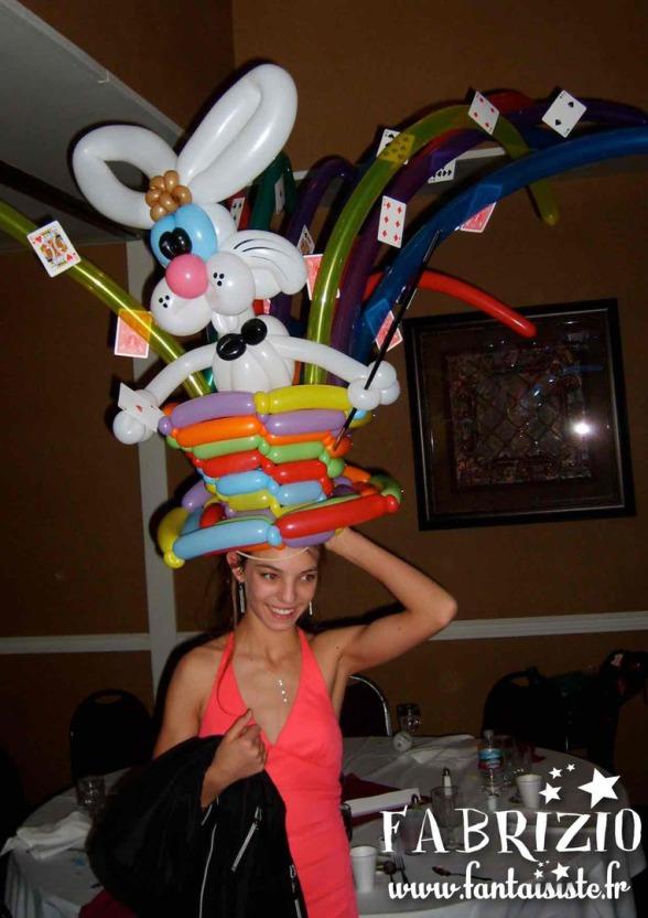 chapeau en ballons sculptés par fabrizo, sculpteur de ballons à marseille