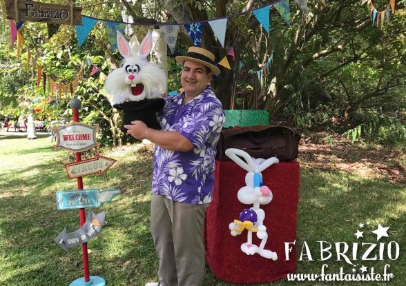 lapin marionnette et en ballons avec fabrizio le magicien fantaisiste marseille