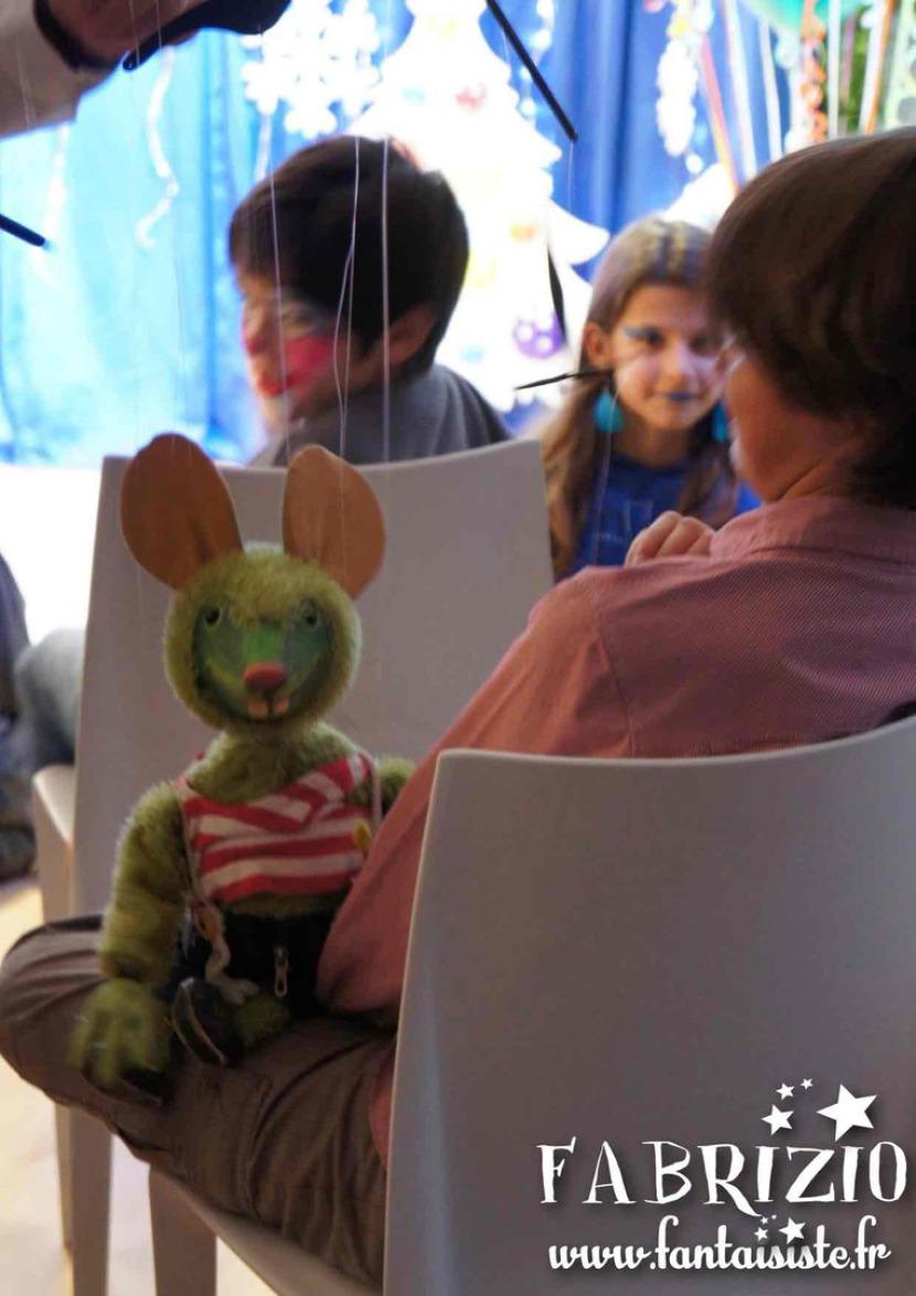 marionnette à fils souris verte de Fabrizio le magicien des enfants à Marseille et région Provence