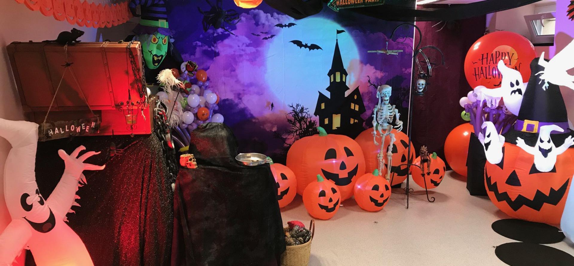 spectacle de magie et ballons spécial Halloween avec Fabrizio  à Marseille, Halloween Show by Fabrizio international Balloon Artist