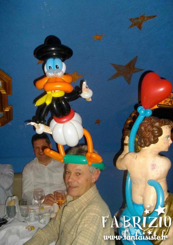 Picsou en ballons sculpture de Fabrizio, animation ballons sculptés à Marseille et Aix en Provence