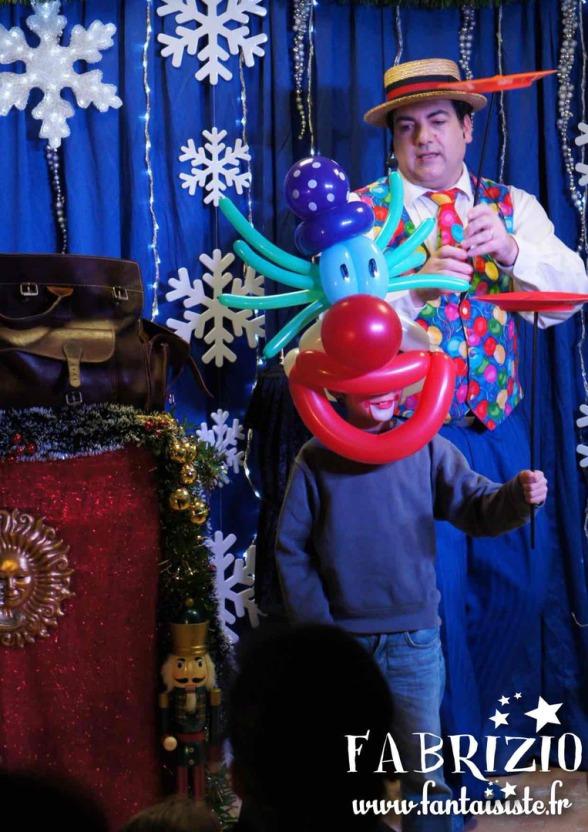 Clown en ballons, spectacle de ballons avec Fabrizio Bolzoni artiste fantaisiste à Marseille