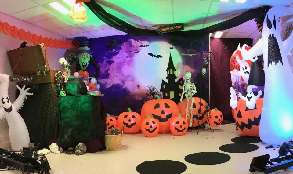 décor du specatcle Halloween de Fabrizio le magicien à Marseille