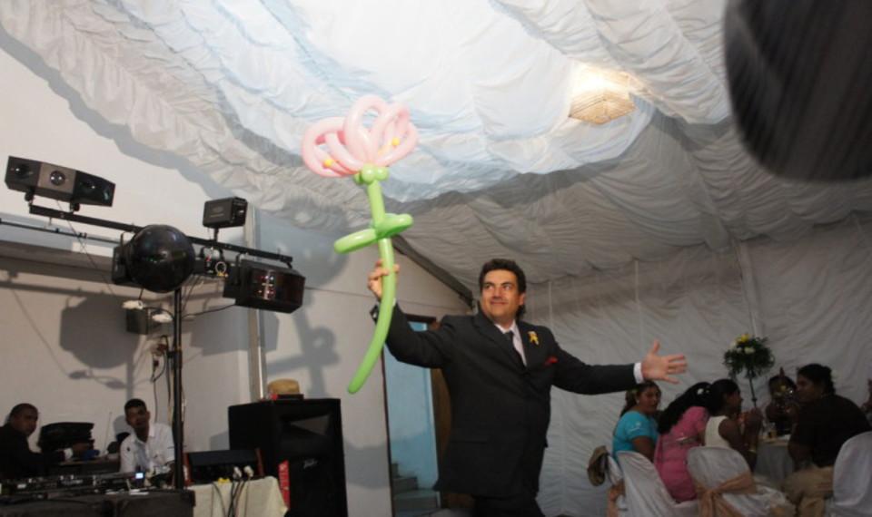animations pour les mariages en Provence avec Fabrizio le magicien et sculpteur de ballons à Marseille