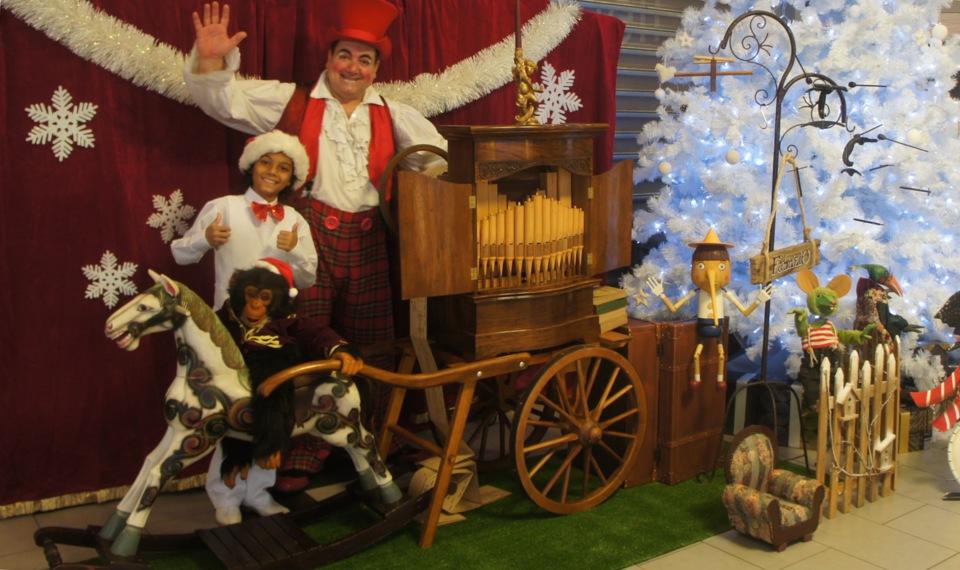 animation avec orgue de barbarie de Fabrizio le magicien des enfants à Marseille 13